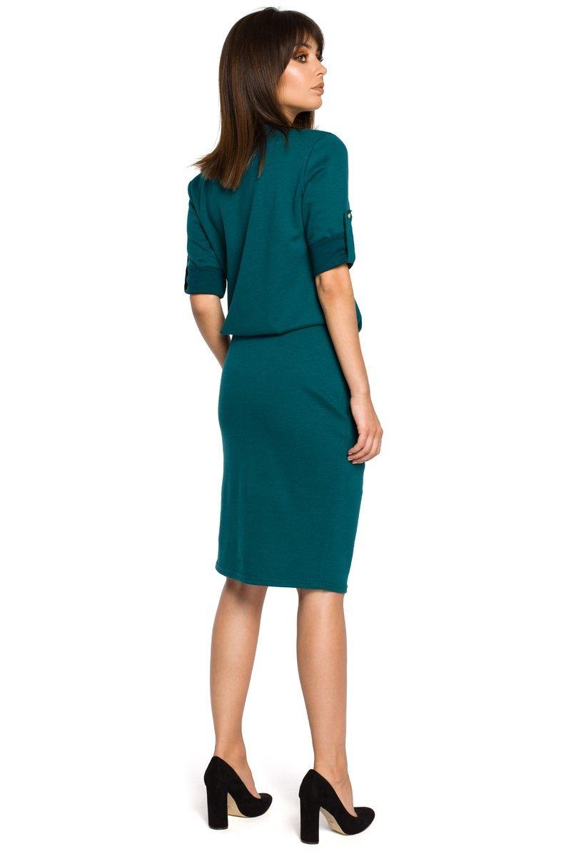 688c45a4 BRIANA Sukienka ze stójką i plisą w dekolcie - zielona