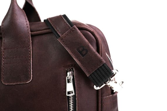 Skórzana ciemno brązowa torba męska na ramię. Miejsce na Laptop