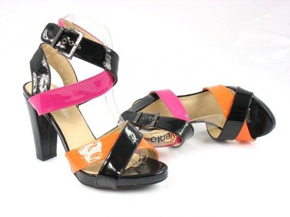 Wystrzałowe sandały na obcasie Creamy Moda